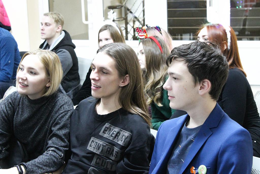 Библиотека ТУСУРа отпраздновала Новый год интеллектуальной игрой «МозгоТайм»